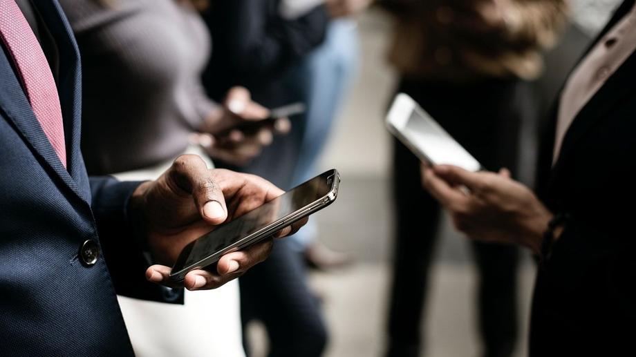 स्मार्टफोन सुरक्षित रूपमा कसरी प्रयोग गर्ने ? हेर्नुस् चलाउने टिप्स !